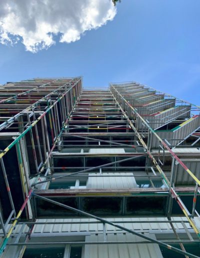 Klasicke-lesenie-okolo-budov-2